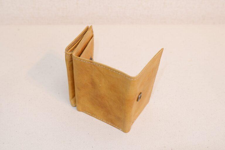 三つ折りサイフ パラフィン加工本牛革 ベージュ