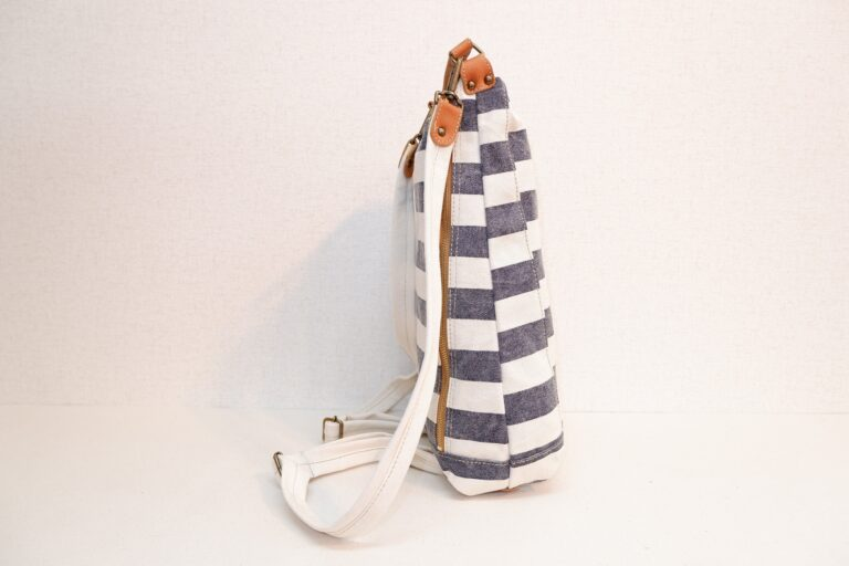 ドータクリュック プリント帆布 ネイビー×ホワイト